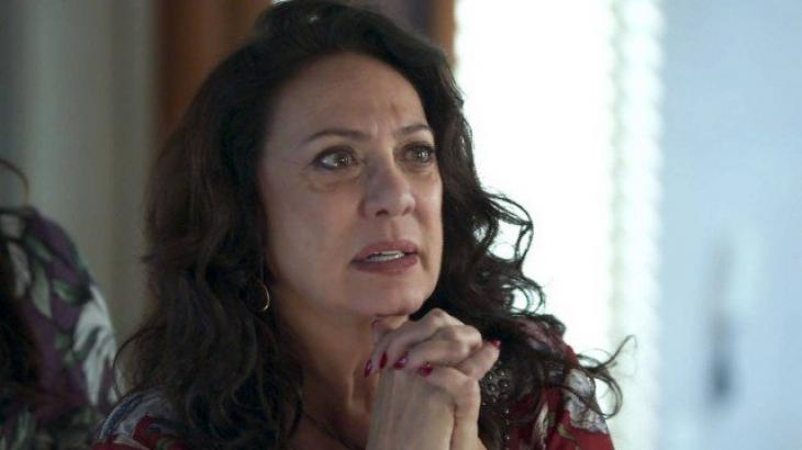 Eliane Giardini é Rania em