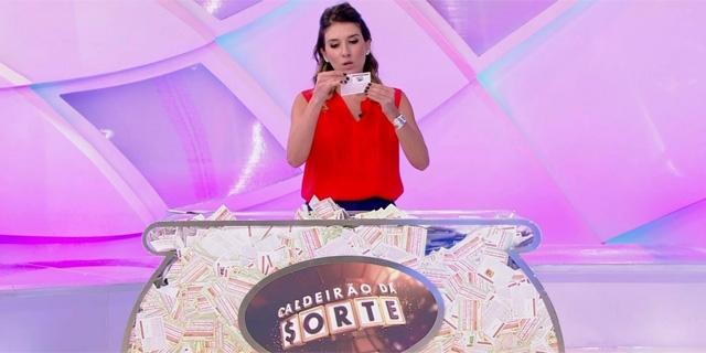 Rebeca Abravanel estreia como apresentadora do SBT no