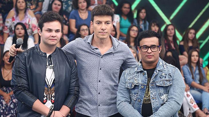 """""""Domingo Show"""" e """"Hora do Faro"""" garantem a vice-liderança para a Record TV"""
