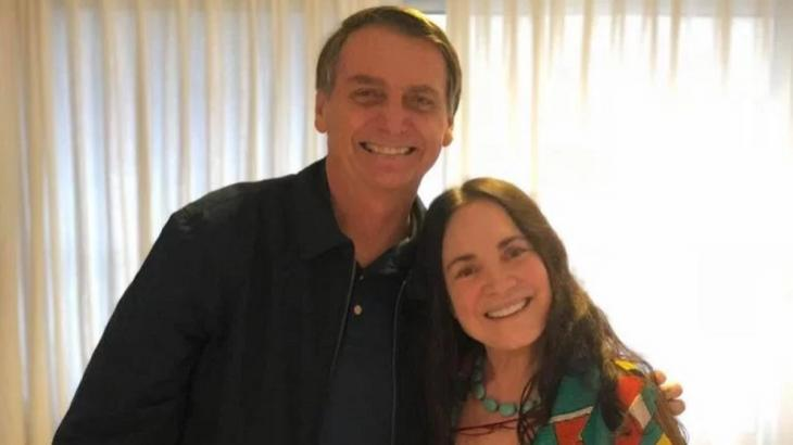 Regina Duarte ao lado de Bolsonaro - Foto: Reprodução