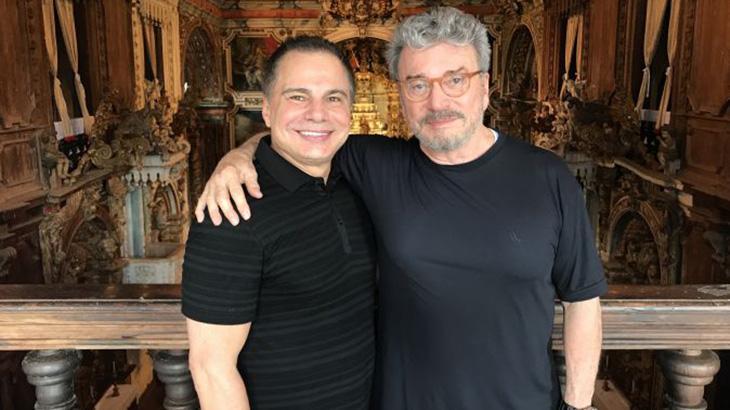 Ricardo Linhares e Edney Silvestre, escritor do livro homônimo que inspirou a série