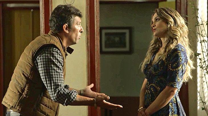 Rita de Cássia (Flávia Alessandra) enche o marido de perguntas sobre a irmandade e a fonte, na novela