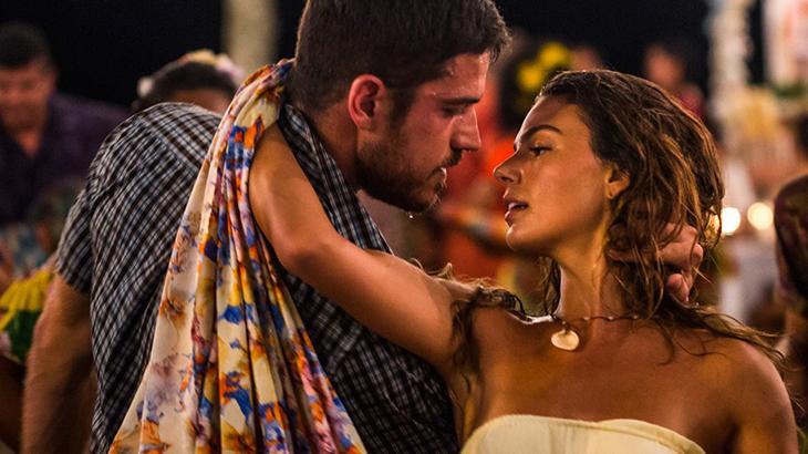 A Força do Querer: Ritinha quase beija Ruy, mas termina fazendo amor com Zeca