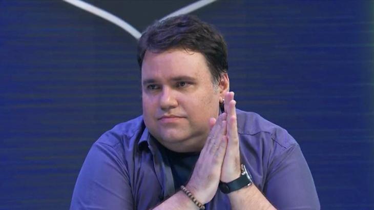 Morre o apresentador Rodrigo Rodrigues após complicações do coronavírus