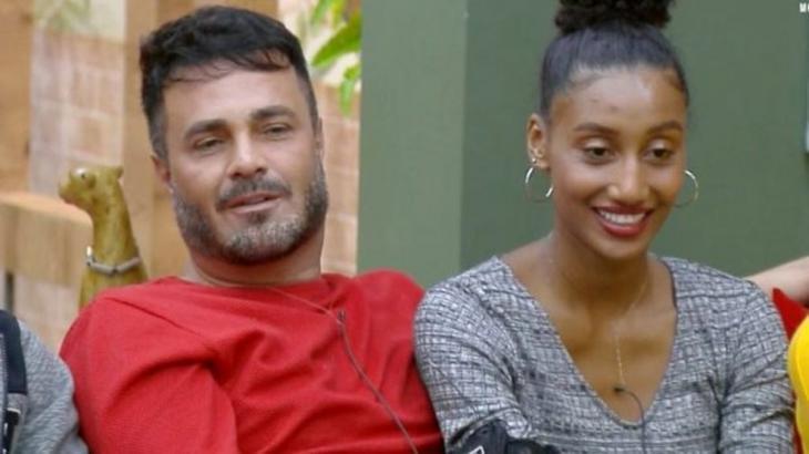Rodrigo Phavanello e Sabrina Paiva durante o reality show A Fazenda 2019. (Reprodução)
