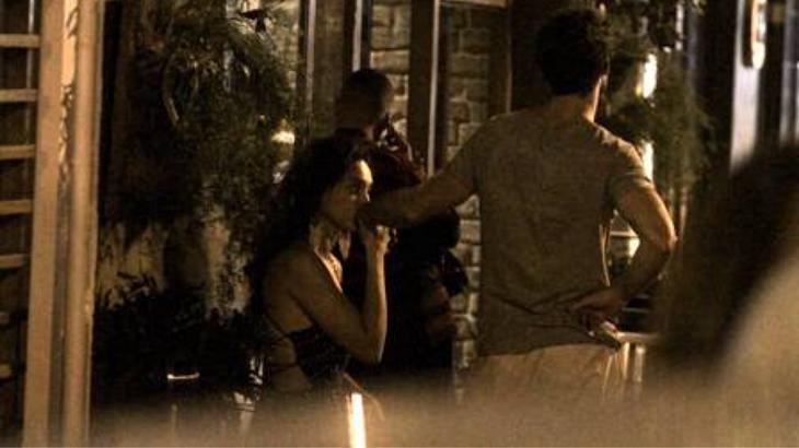 Débora Nascimento é flagrada em clima romântico com novo namorado