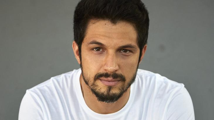 Romulo Estrela revela que demorou a se aceitar bonito e diz: