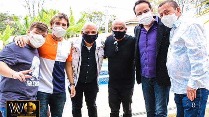 Assessoria de imprensa de Roque nega aglomeração em live e garante que seguiu todos os protocolos contra o coronavírus