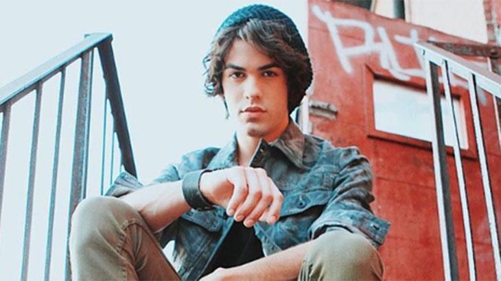 O cantor Sam Alves