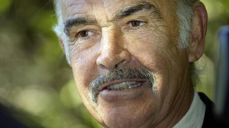 Sean Connery sorrindo