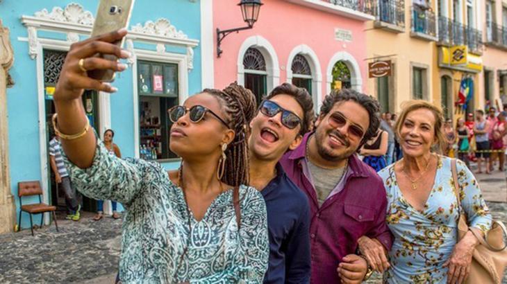 Atores posam no Pelourinho, ponto turístico de Salvador