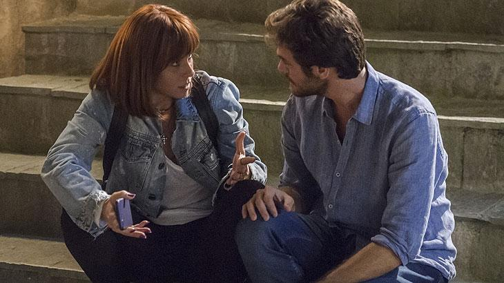 Beto (Emilio Dantas) conta que foi atrás de Januária e diz que acredita que o filho dele e de Luzia (Giovanna Antonelli) está vivo.