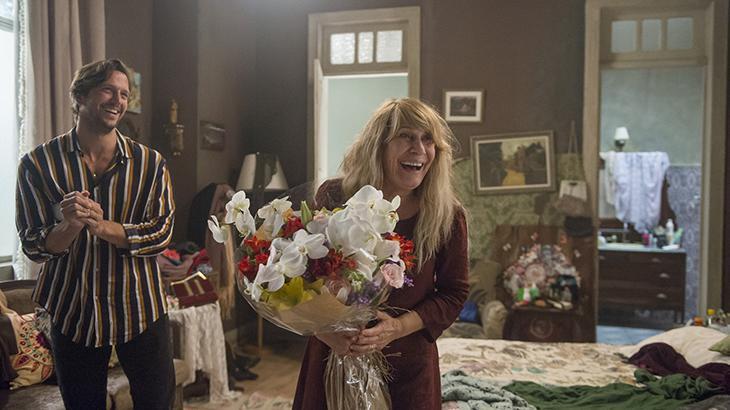 Remy (Vladimir Brichta) fica escondido na casa de Dulce (Renata Sorrah)
