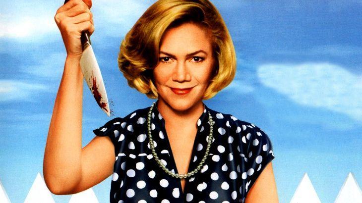 Kathleen Tuner com uma facão em punho