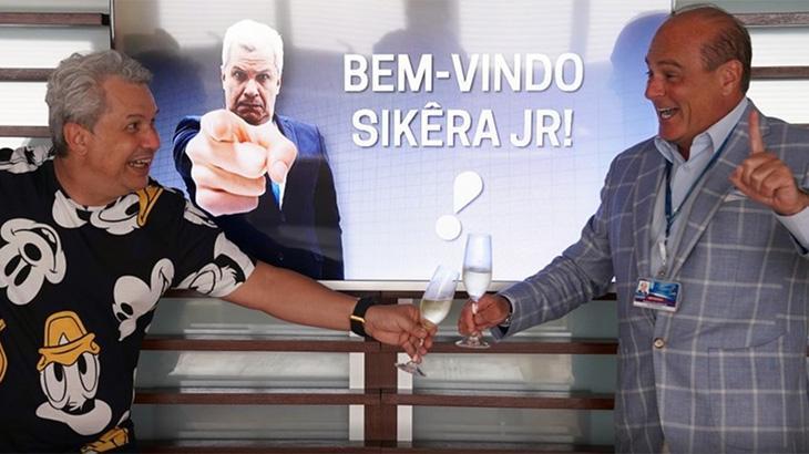 O apresentador Sikêra Jr e o vice-presidente da RedeTV!, Marcelo de Carvalho