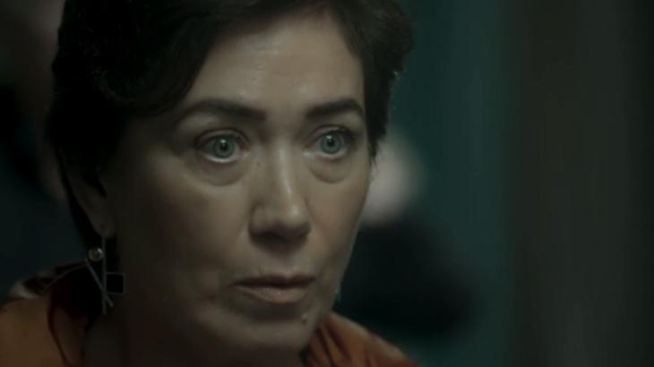 Silvana apreensiva em cena da novela A Força do Querer