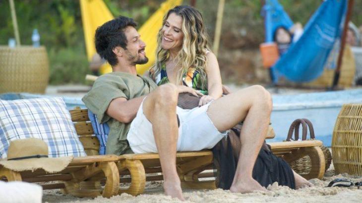 Marcos e Silvana na praia tranquilamente - Divulgação/TV Globo