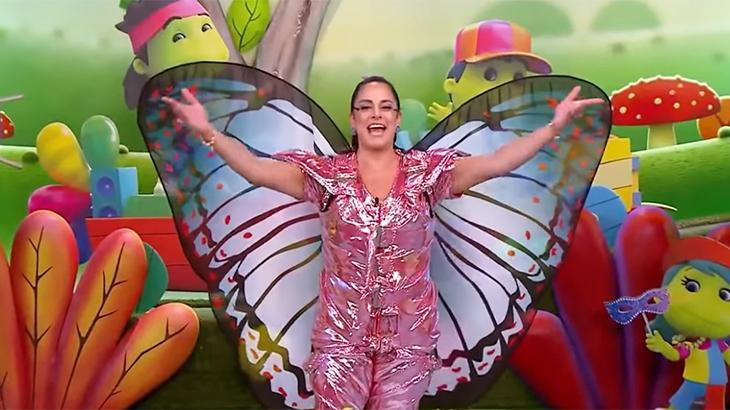 Silvia Abravanel vestida de borboleta