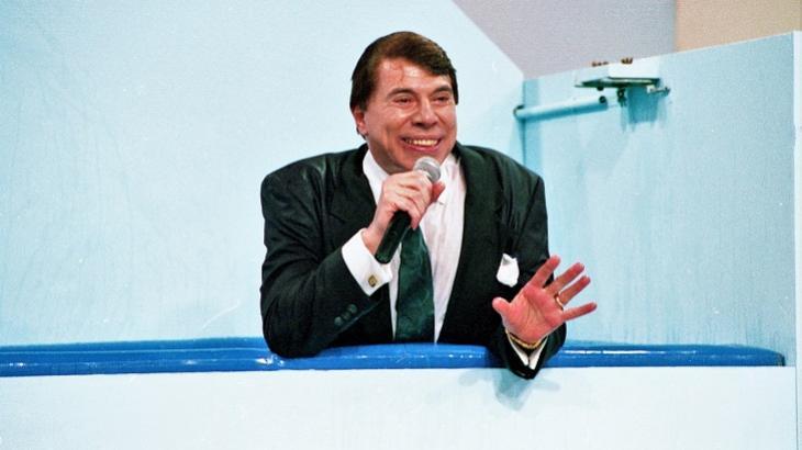 Silvio Santos molhado ao cair no tanque de água