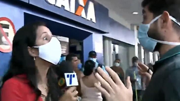 A repórter Simone Santos discute com funcionário da Caixa