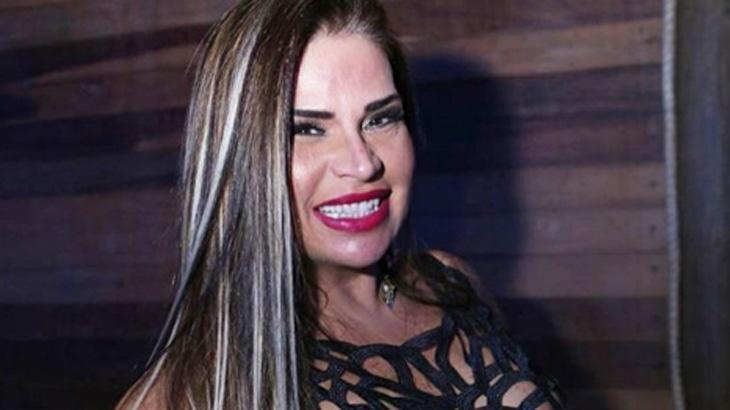 Solange Gomes está lançando sua biografia e fala, entre outras coisas, de sua relação com o técnico Renato Gaúcho. Foto: Divulgação