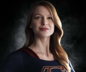 supergirluniforme.jpg