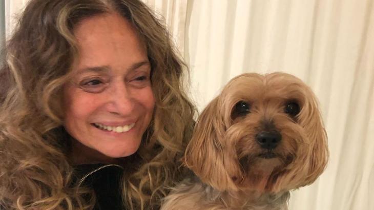 Susana posa com seu cachorro, em foto que causou polêmica no Instagram - Reprodução/Instagram