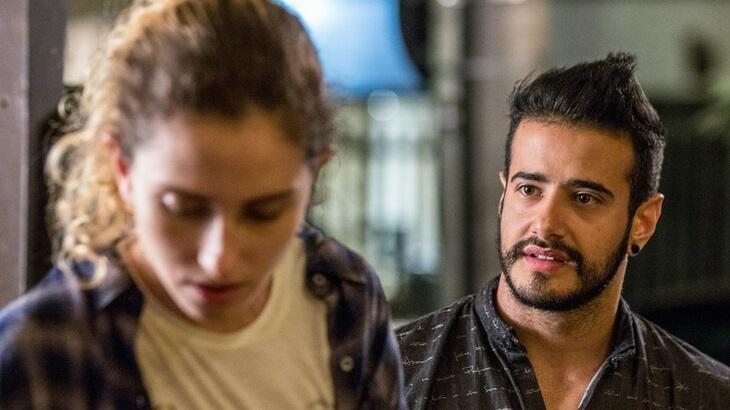 Carol Duarte e Tarso Brant em cena da novela A Força do Querer, em reprise na Globo