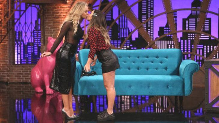 Eliana e Tatá se beijam em programa