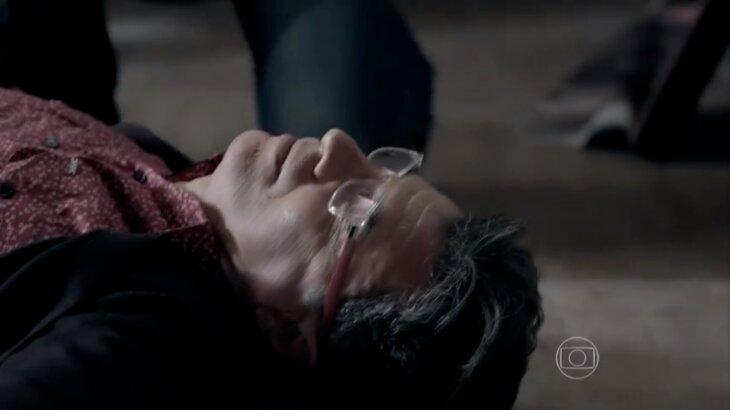 Téo caído no chão
