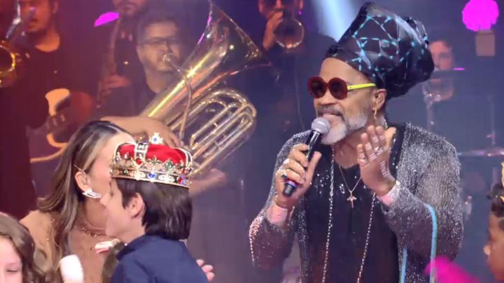 Carlinhos Brown performou Meia Lua Inteira, uma de suas composições mais famosas - Globo/Reprodução