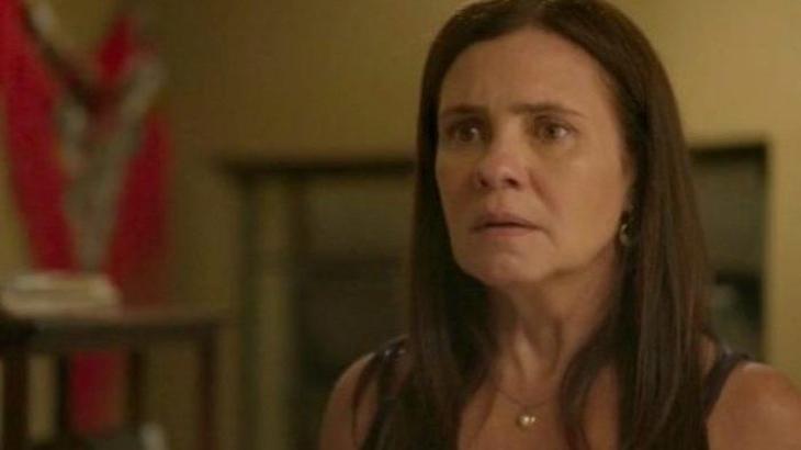 Thelma com expressão de susto ao ser questionada por Danilo