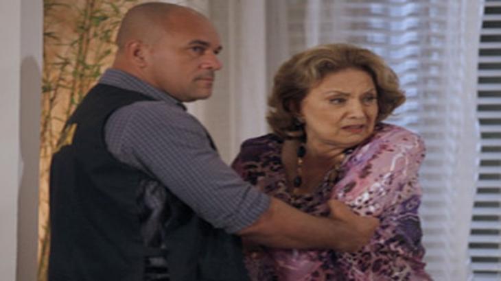 Tia Íris em apuros em Fina Estampa - Divulgação/TV Globo