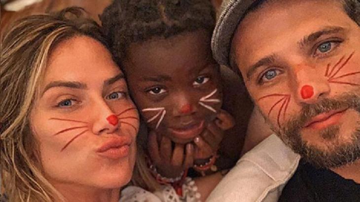 Bruno Gagliasso, Giovanna Ewbank e Titi num momento em família - Foto: Reprodução/Instagram