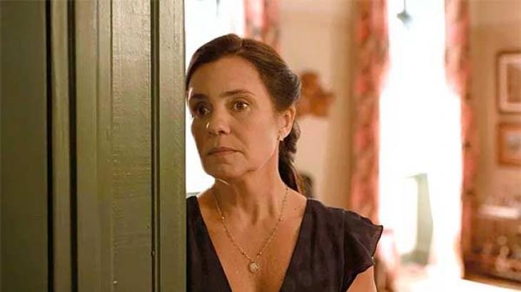 Thelma fica nas  mãos de Durval em Amor de Mãe - Reprodução/TV Globo