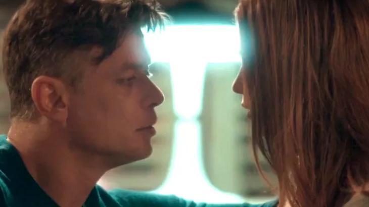 Arthur tentará beijar Eliza - Foto: Reprodução/Globo