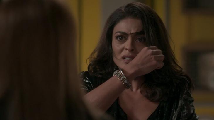 Em Totalmente Demais, Carolina leva tapa de Lili após contar que Eliza é filha de Germano - Foto: Reprodução/Globo
