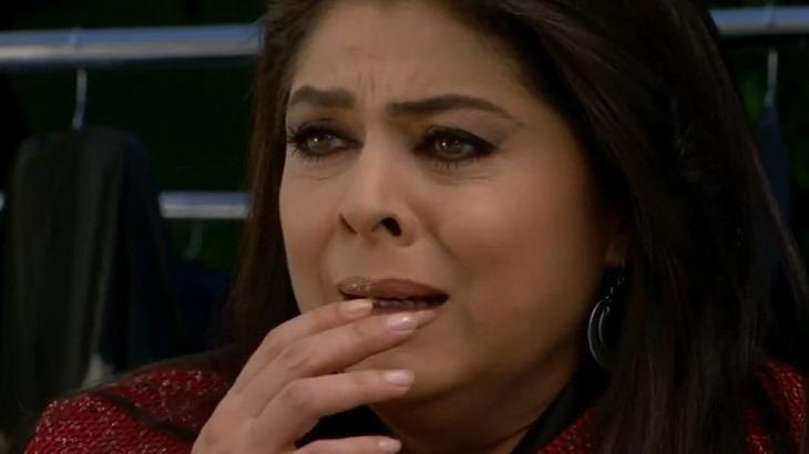 Cena de Triunfo do Amor com Vitória chorando e com a mão na boca