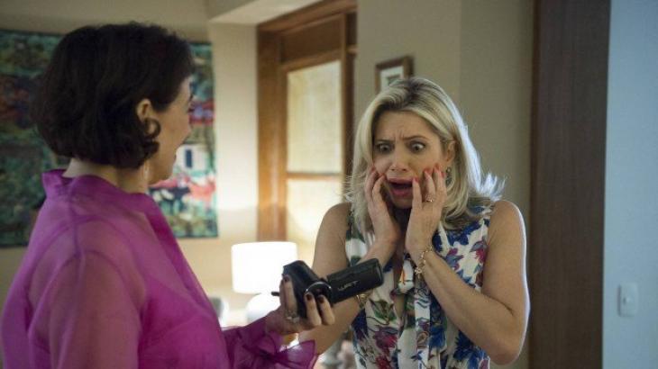 Valentina mostra gravação a Marilda - Divulgação/TV Globo