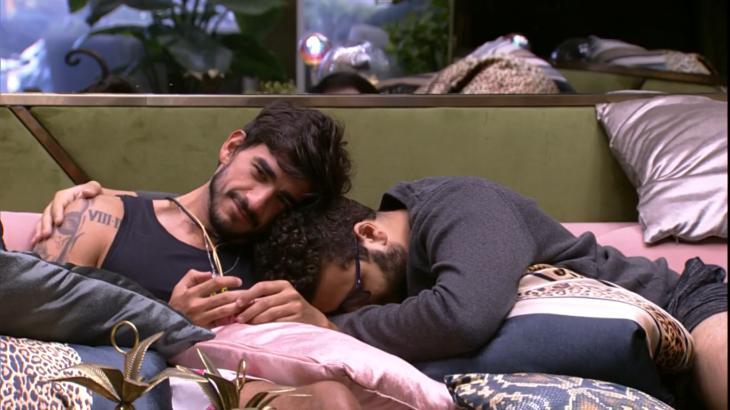 Victor Hugo abraça Guilherme no BBB20