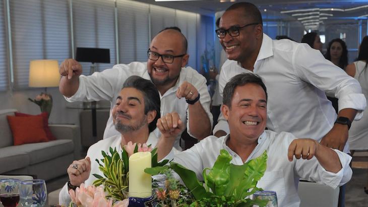 Elenco da RedeTV! nas gravações - Foto: Divulgação/RedeTV!