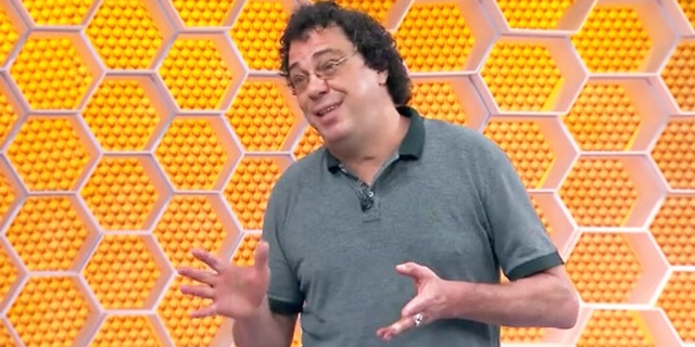 "Casagrande comanda quadro no ""Globo Esporte"" com óculos escuros e surpreende"