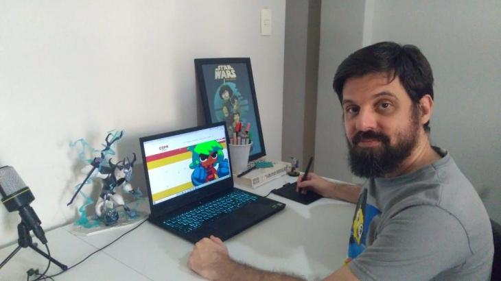 Zé Fernandes na mesa de trabalho