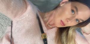 Fiorella Mattheis posada para foto