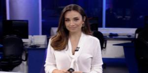Millena Machado posada na redação do RedeTV!News