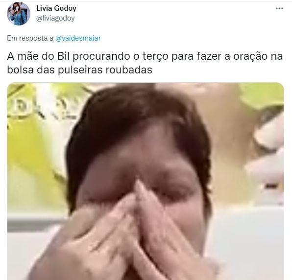 """A Fazenda 2021: Lary Bottino acaricia coxa de Bil e web reage: """"Não tem chance"""""""