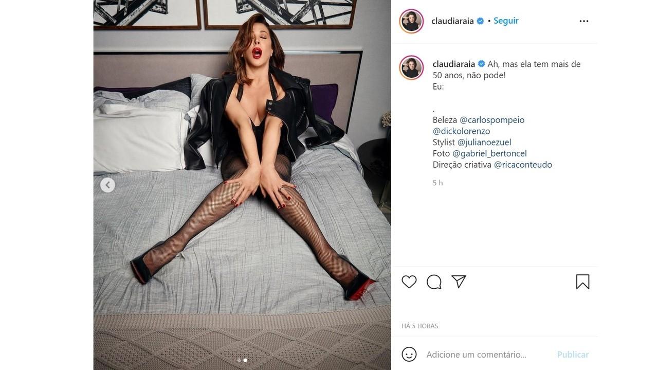 """Claudia Raia posa de lingerie e provoca: \""""Tem mais de 50 anos\"""""""