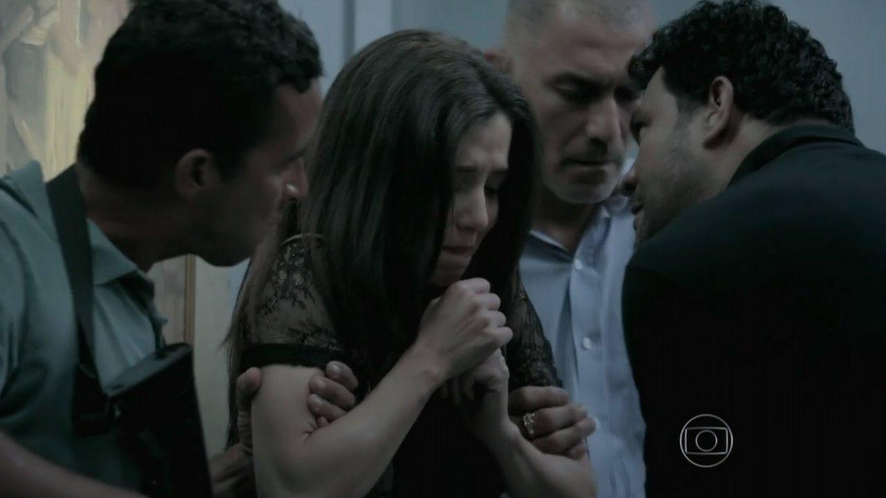 Império: Cora invade apartamento de Maria Isis, agarra José Alfredo e exige tudo