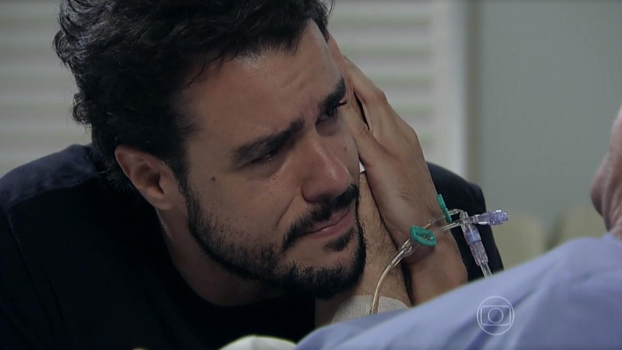 Império: Enrico salva a vida de Cláudio e pede perdão de joelhos