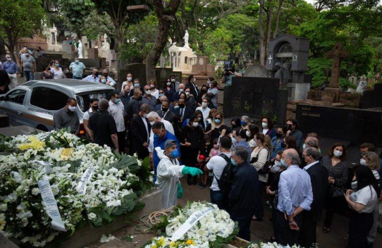 Corpo de Dudu Braga, filho de Roberto Carlos, é enterrado